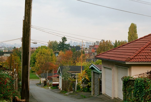 Пешеходный мост между домами