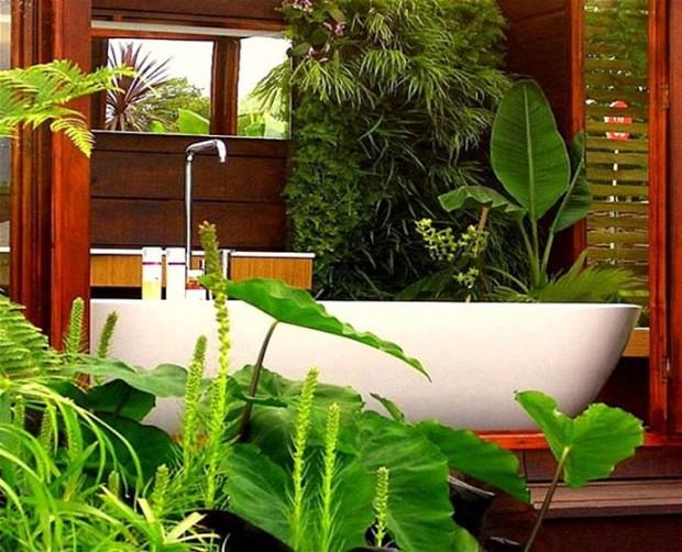 Ванна в тропическом саду