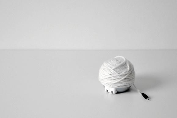 Зарядное устройство «Клубок пряжи»