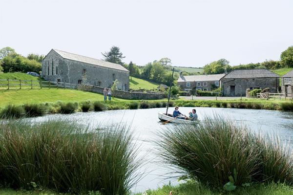 Домик у озера в Англии